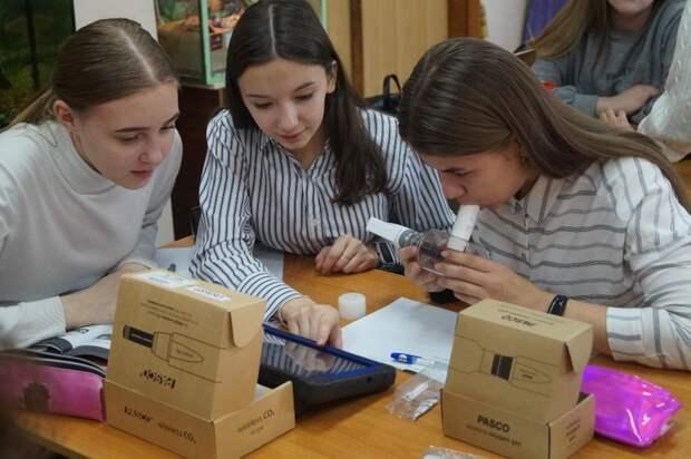 В Ижевске стали преподавать биологию с помощью цифровой лаборатории