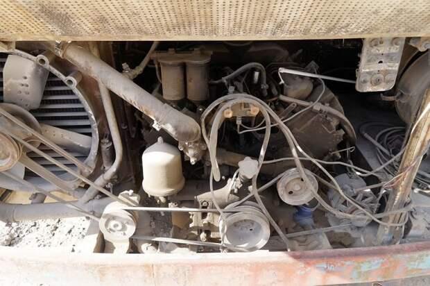 В моторном отсеке — без откровений, дефорсированный КАМАЗ-740 на 180 сил ЛАЗ, ЛАЗ-4969, авто, автобус, кухня, олдтаймер, ретро техника, фудтрак