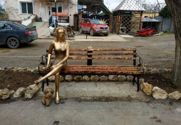 Скульптуру севастопольской «Аленки» снесли