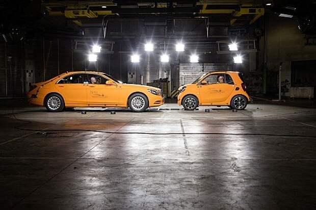 Новый smart Fortwo выдержал удар Mercedes-Benz S-класса