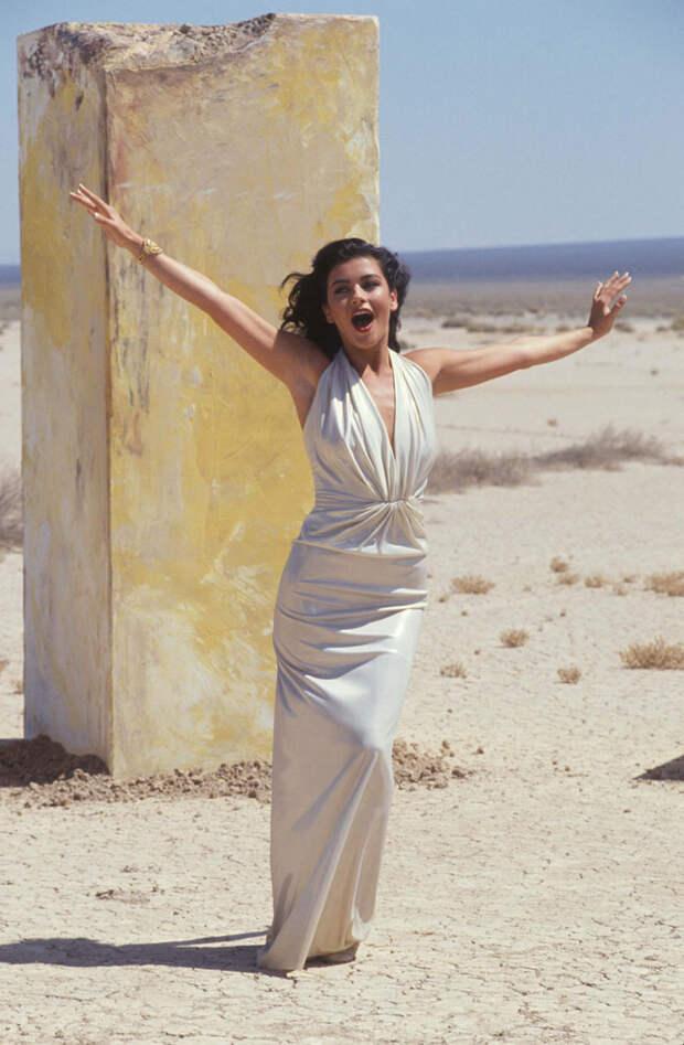 Кэтрин Зета-Джонс (Catherine Zeta-Jones) в фотосессии Рона Вулфсона (Ron Wolfson) на съемках клипа For All Time (май 1992), фото 2