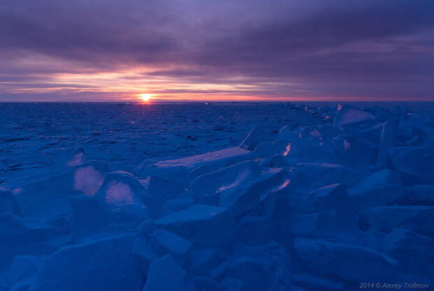 Baikal: the most beautiful frozen lake on this planet