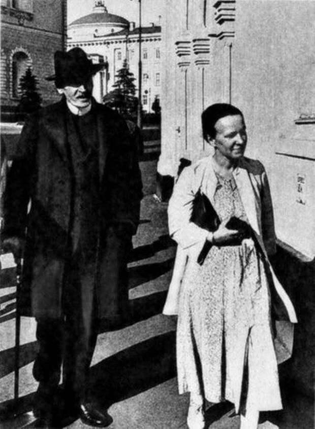 Мария Кудашева и Ромен Роллан.jpg
