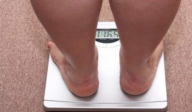 Потеря веса Если вы потеряли более пяти килограмм за короткое время, без диет и спортивных упражнений, то стоит обратиться к врачу. Это один из признаков рака поджелудочной железы, пищевода и легких. Люди, к сожалению, легко игнорируют потерю веса, списывая все на внешние причины.