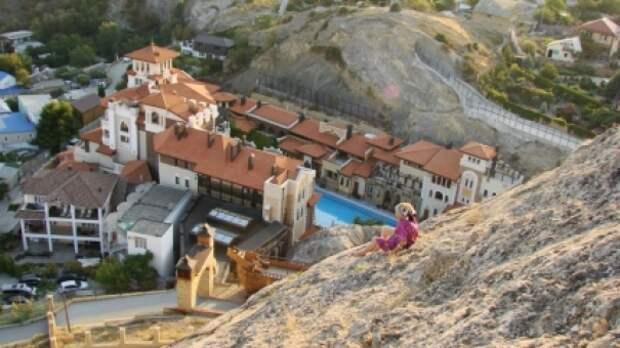 В Судаке спасатели не дали пенсионерке спрыгнуть с горы