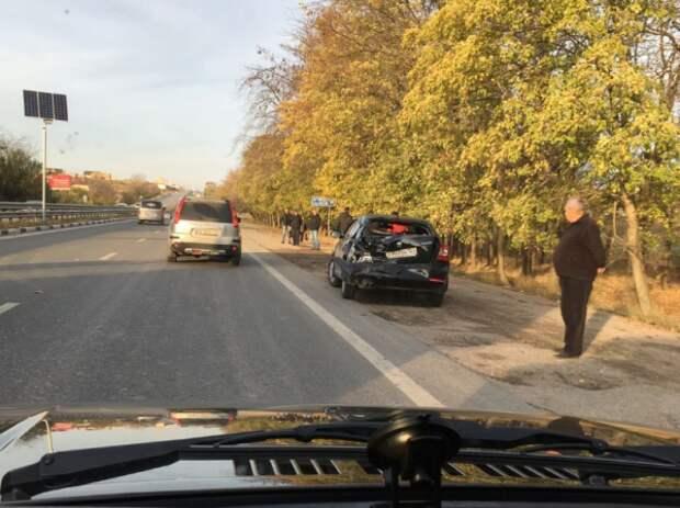 В Крыму случилась авария с участием грузового авто и «легковушки» (ФОТО)