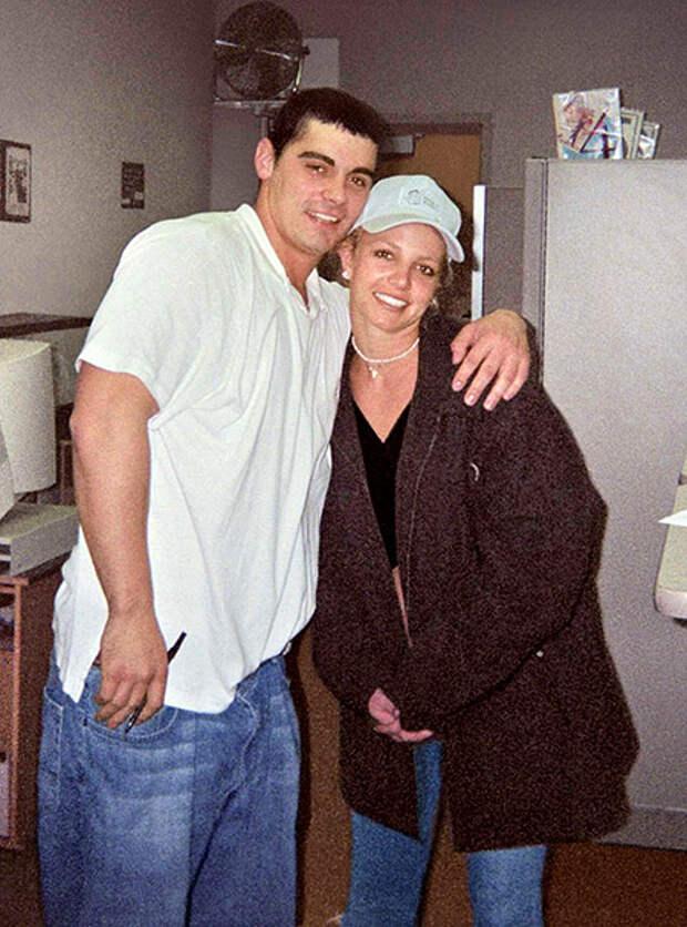 Бритни Спирс с первым мужем Джеймсом Александром, январь 2004 года