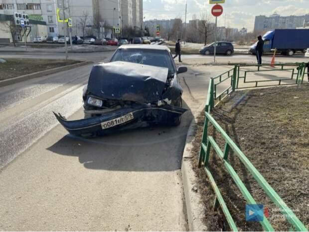 В ДТП на Мячковском бульваре пострадали два человека