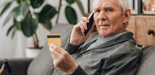 У мошенников совести нет, любимая жертва — доверчивый пенсионер: как не лишиться денег