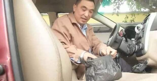 Честный китайский таксист   золото, китай, таксист, честность