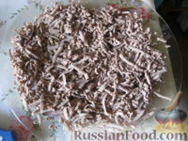 Фото приготовления рецепта: Салат слоеный из печени - шаг №8