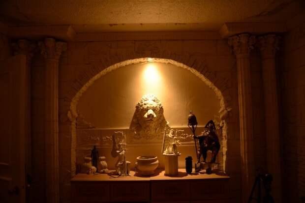 Творческий угол в квартире архитектура, декоративный камень, лев, литье, ремонт, своими руками, скульптура