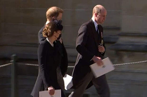 Принцы Уильям и Гарри вместе появились на публике впервые за год
