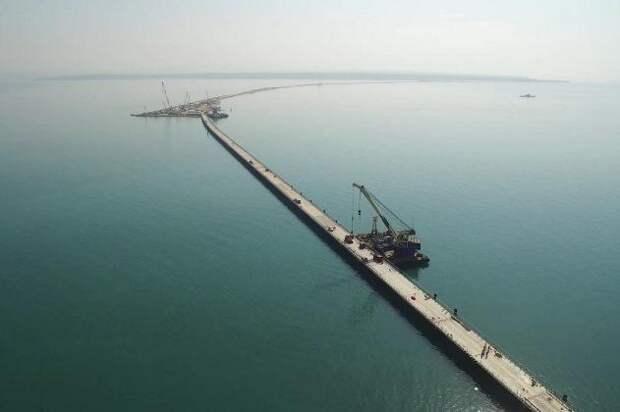 Нашли отличное решение - суда теперь не будут биться об опору Керченского моста
