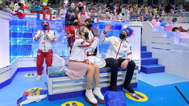 Галлямов усадил на плечи Щербакову и Мишину. Атмосфера ЧМ в Японии
