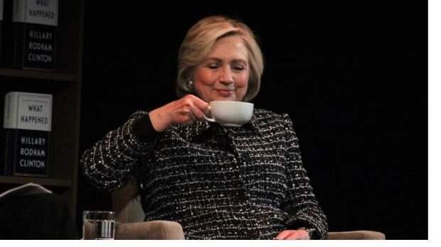 Эксперт увидел анекдот в словах Хиллари Клинтон Джону Байдену