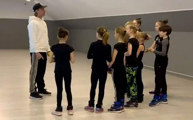 Плющенко показал тренировку фигуристок в зале: «Тяжело в учении…»