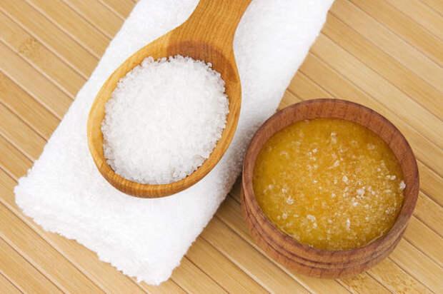 Мед с солью укрепляет десны