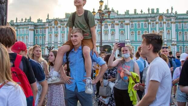 """Власти Санкт-Петербурга заявили, что """"Алые паруса"""" не вызвали рост числа случаев COVID-19"""