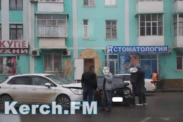Обстановка на крымских дорогах: горит, ДТП и угодил в «кроличью нору» (фото)