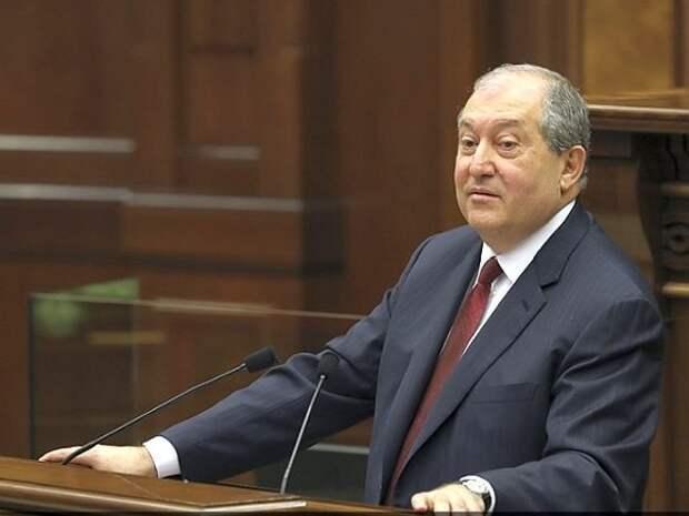 В Армении возбудили дело о двойном гражданстве президента