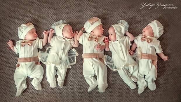 Почему папа сбежал от близнецов-пятерняшек и другие нашумевшие истории семей, где родилось 5 детей сразу