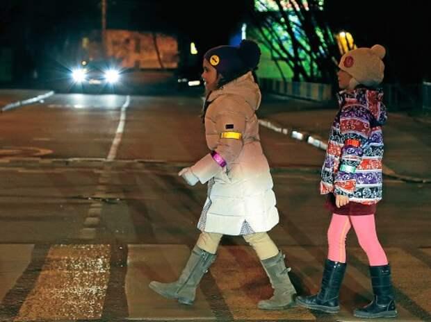Пешеходов хотят обязать носить световозвращающие элементы и в городах