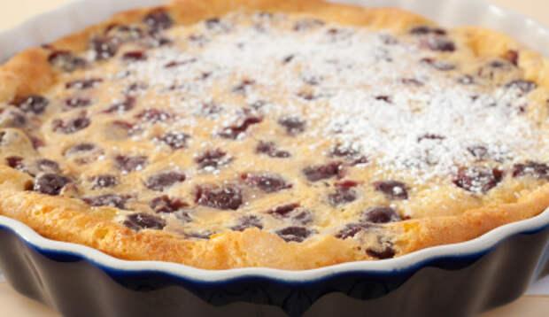 Если остался стакан кефира, можно приготовить вишневый пирог