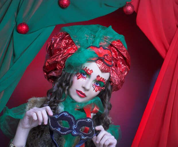 Как нарядить гостей на праздник, если они от маскарадов не в восторге
