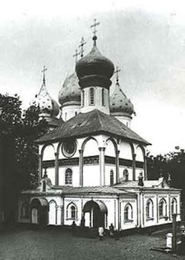 Вид Духовской церкви до реставрации. С приделами XIX в.