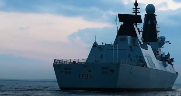Российский сторожевой корабль открыл предупредительный огонь по британскому эсминцу D36 Defender