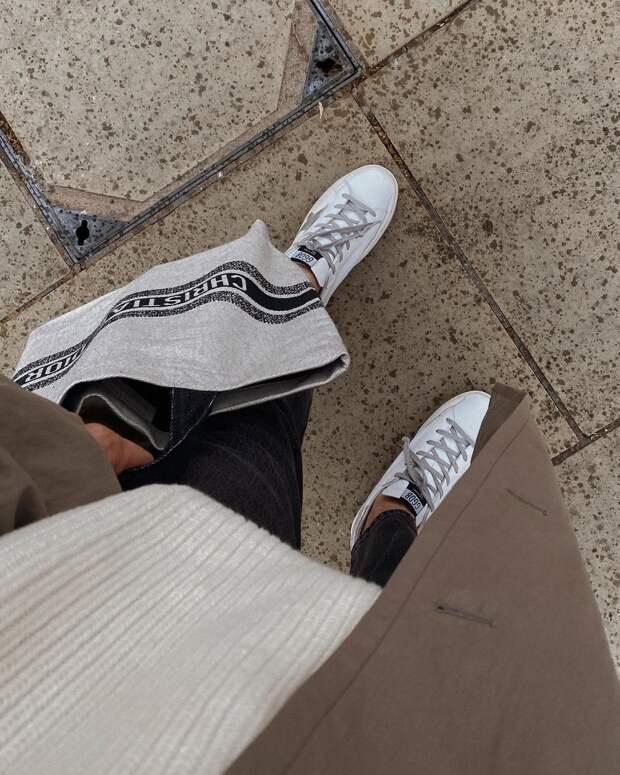 С чем носить белые кеды: 15 небанальных идей, которые легко повторить