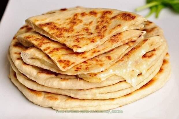 Хачапури с сыром и вареным яйцом: вкусный и экономичный рецепт