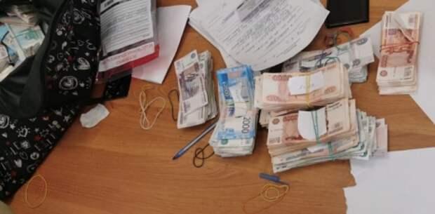 Инкассатор в Крыму угнал служебное авто и украл 40 миллионов рублей