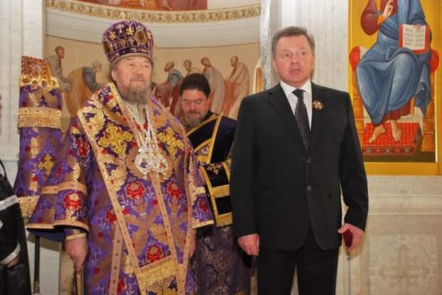 Митрополит Лазарь наградил Белавенцева орденом Георгия Победоносца за восстановление храма св. Михаила в Севастополе