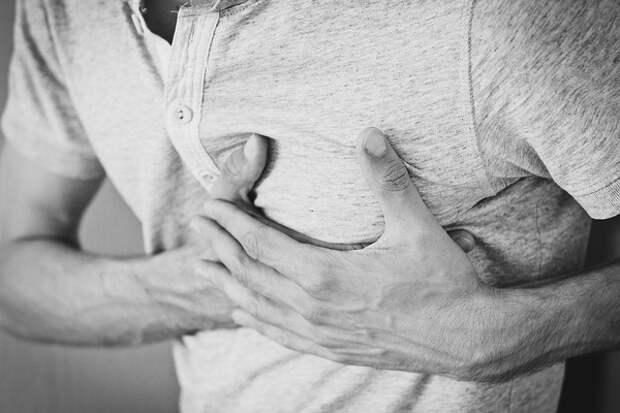 Кардиологи назвали признак будущего инфаркта, скрытый во рту