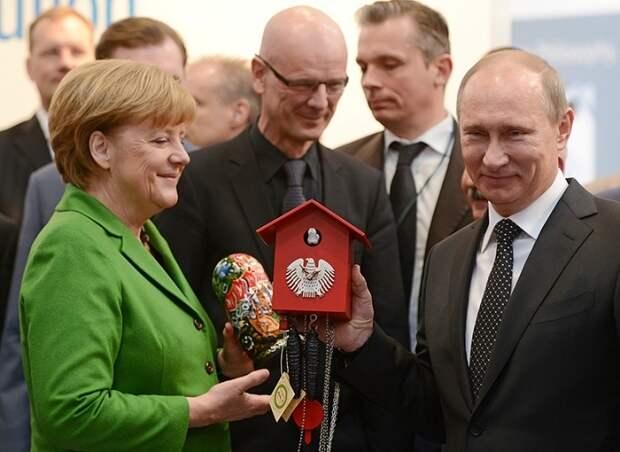Удивить президента: что дарят Путину бизнесмены и политики