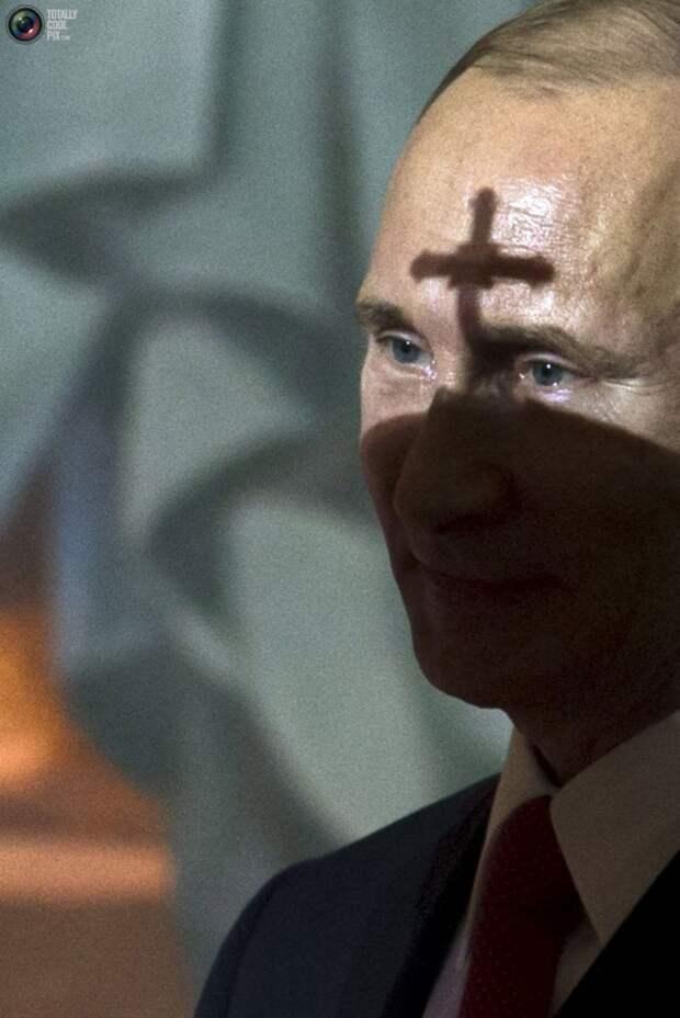Путин с крестом