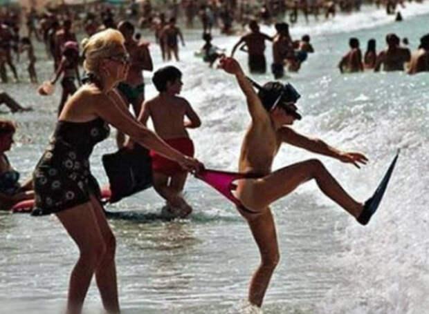 Лето, солнце, жара: 17 курьезных фотографий о долгожданном пляжном отдыхе