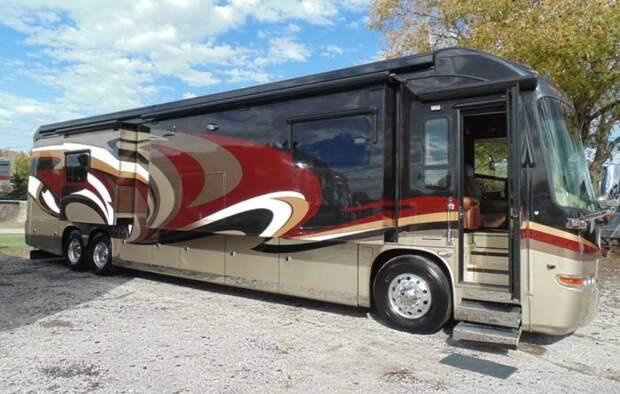 За основу Entegra Coach Cornerstone 45DLQ традиционно взяли автобус.