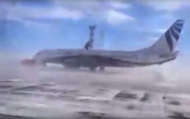В Норильске ветер развернул Boeing на 180 градусов