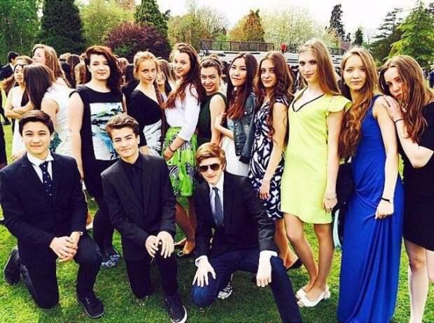 Дети Порошенко в Британии снялись для школьного альбома. Фото 1