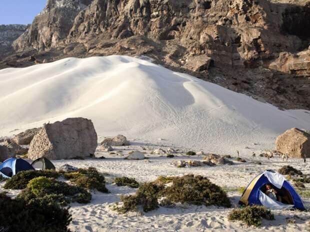 На Сокотре весьма разнообразные пейзажи. Есть, например, дюны и горы с проложенными туристическими маршрутами