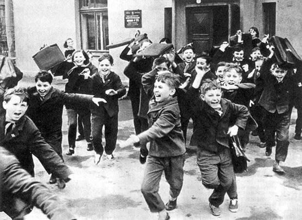 Советские дети в школе и дома
