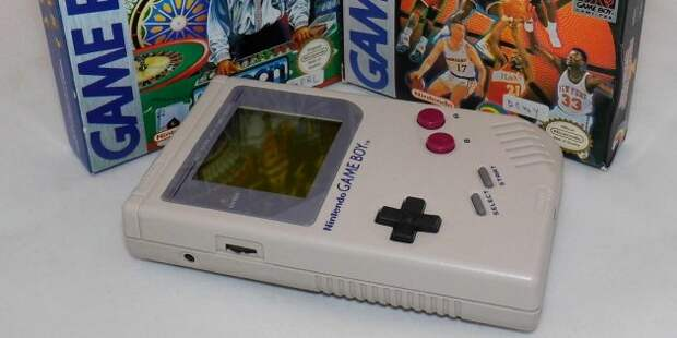 Фотоаппарат Polaroid. Nintendo Game Boy