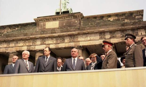 Эксперт назвал главную ошибку Горбачева, позволившего объединиться Германии