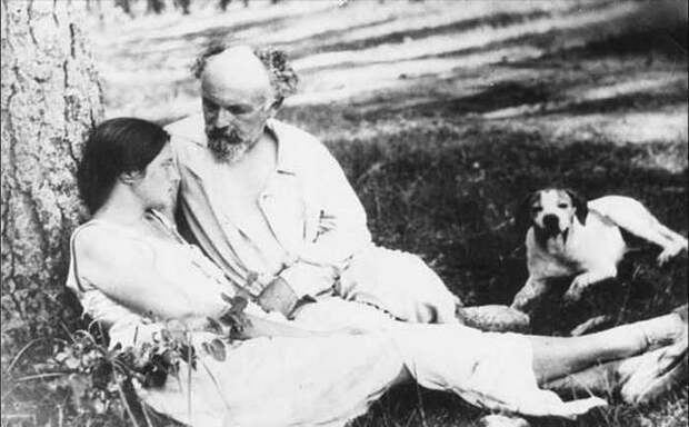 Михаил Пришвин и Валерия Лиорко-Пришвина. Тяжино. Весна 1940 год. Фото из семейного архива писателя