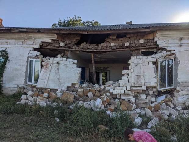 Дом ветерана в Крыму разрушается на глазах