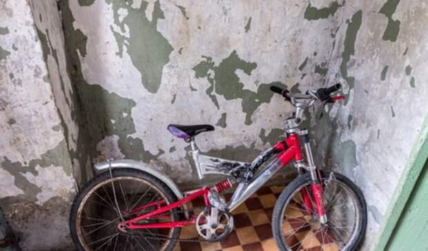 ВЕкатеринбурге воры украли восемь велосипедов изохраняемого дома ипопали навидео
