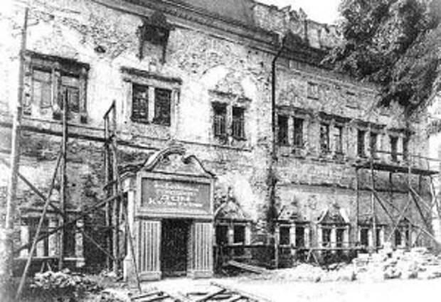 Царские чертоги. Южный фасад. Вид до реставрации. 1949 г.